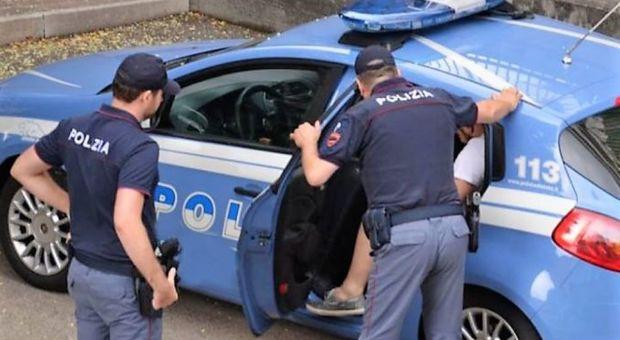 Roma, precipita da un'impalcatura per tentare furto in grande magazzino: arrestato