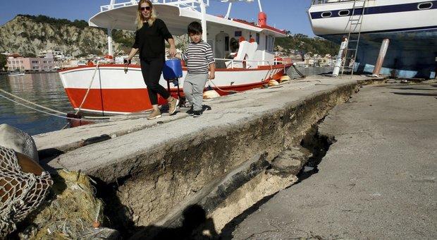 Terremoto in Grecia, in Italia mini-tsunami su tre regioni. L'Ingv: «Si è rotta una faglia»