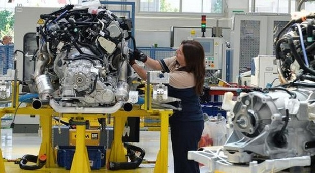 Lavoro, Istat: torna a crescere dopo 4 mesi, soprattutto tra donne e over 35. Persi 500mila posti thumbnail