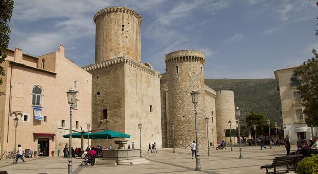 Fondi, il comune protetto dalla fortezza medievale