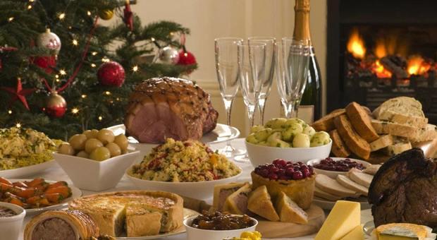 Cenone e pranzo di Natale, l'esperta: «Al massimo 5 abbuffate o si rischiano fino a 4 chili in più»