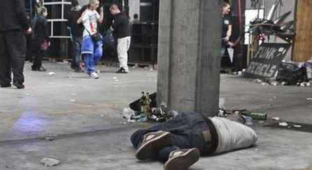 Ubriachi, colti da malore: vomitano sul bus e finiscono tutti in ospedale