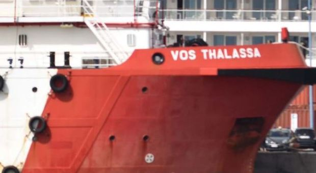 Viminale blocca nave italiana con 66 migranti. Il governo all'Ue: aiuti alla Libia