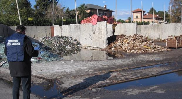 L'area posta sotto sequestro dai carabinieri del Noe