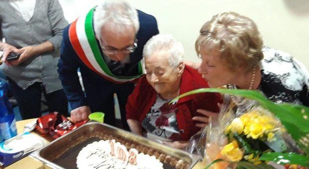 Nonna Lucia è sopravvissuta a tre epidemie: la festa per i 109 anni