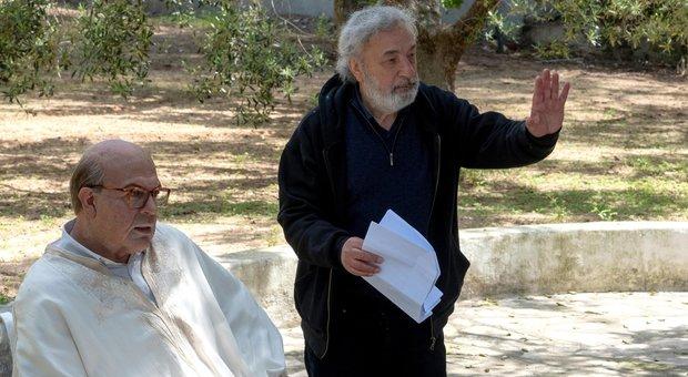 Gianni Amelio sul set del film Hammamet, con Piefrancesco Favino nel ruolo di Craxi