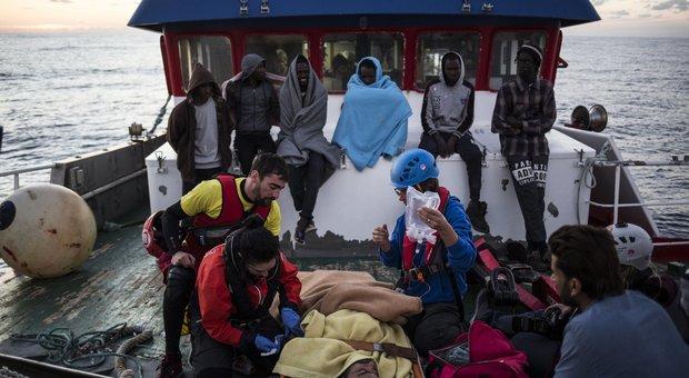 Migranti, sbarca a Malta peschereccio spagnolo che vagava nel Mediterraneo