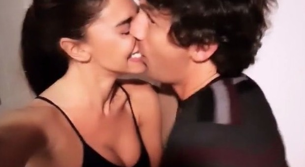 Belen Rodriguez ha un nuovo fidanzato? Ecco il primo bacio su Instagram...