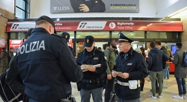 Ancona, minorenne fuggito da una comunità devasta l'ufficio della Polfer: denunciato