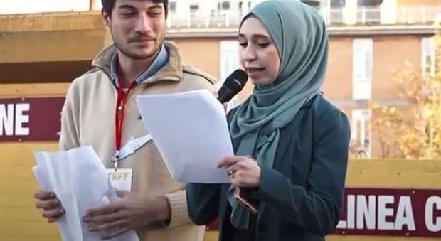 «Sono una donna, sono una musulmana», sul palco delle sardine Nibran l'anti-Meloni