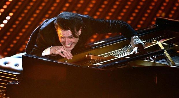 Ezio Bosso, addio al pianoforte: «Non posso più suonare, smettete di chiedermelo»