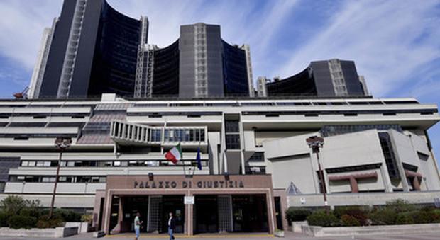 Choc a napoli carabiniere suicida in tribunale con un for Il mattino di napoli cronaca