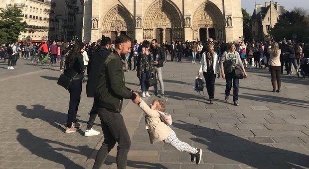 Notre Dame: gli operai fumavano