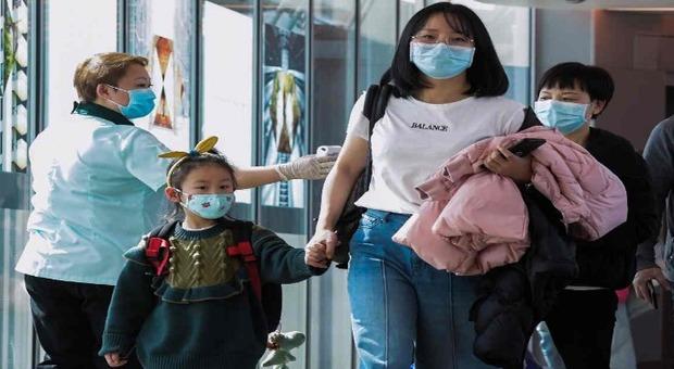 Coronavirus, Xi Jinping: «Situazione grave». Cordone sanitario esteso a 18 città, americani via da Wuhan