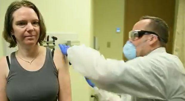 Coronavirus, mamma di 43 anni è la prima a testare il vaccino anti Covid-19: «Per me è una grande opportunità»