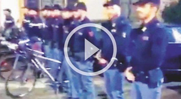 Barbara D'Urso: «Che orgoglio il picchetto d'onore per me». Ira polizia e lei rimuove il video da Instagram