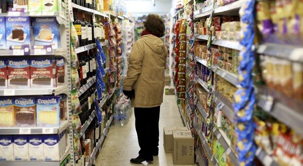 Una donna in un supermercato di Buenos Aires