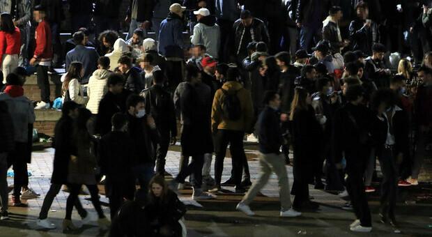 Milano, la Darsena si trasforma in una discoteca. E scoppia anche una rissa tra 20 ragazzi