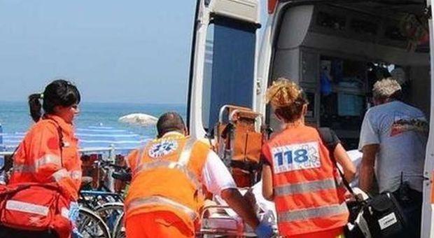 Bimba di un anno ha un malore al mare: è in coma