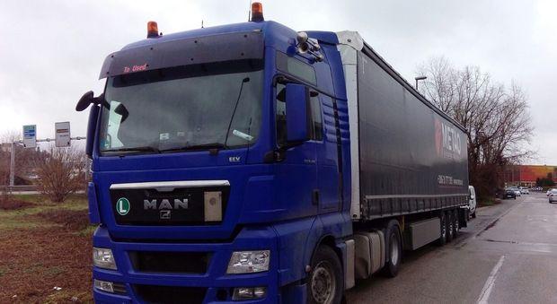 Uno dei camion fermati dalla polizia di Arzignano