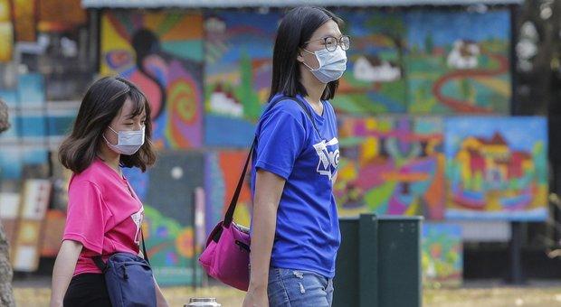 Coronavirus, sui social l'ira dei cinesi contro l'Italia: «Bloccate i voli? Non torneremo più»