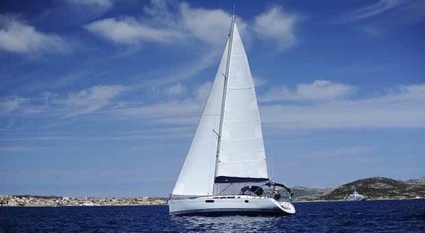 Migranti, velisti tunisini 17enni rubano due barche e salpano: arrivati a Pantelleria
