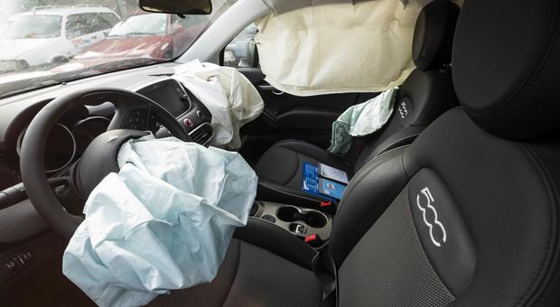 Neonato morto per lo scoppio dell'airbag: era nell'ovetto sul sedile anteriore