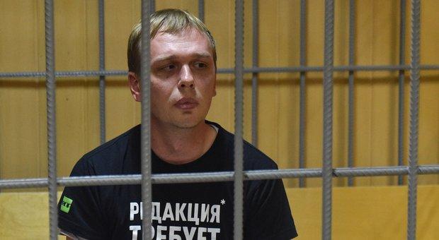 Giornalista investigativo russo accusato di spaccio di droga, i colleghi: «Lo vogliono incastrare»