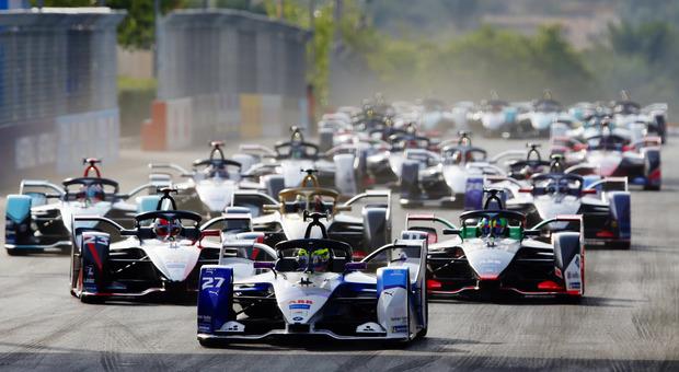 La partenza del primo EPrix a Diryha che ha dato il via alla Stagione 6 di Formula E