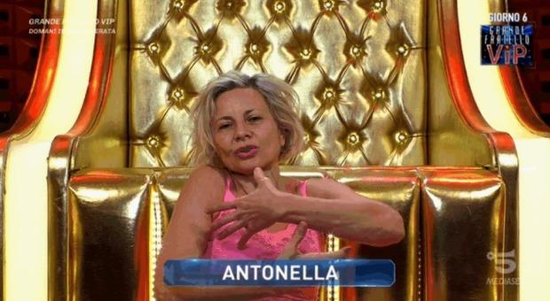 Antonella Elia e il rimpianto di non aver avuto figli: «Ero arida». Signorini commosso