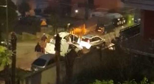Roma, tassista aggredito e rapinato:  «Aiuto mi rubano l'auto»
