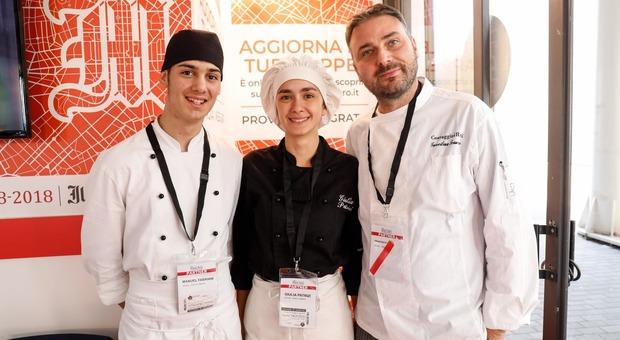 Il professore Francesco Guercilena insieme ai suoi studenti dell'Istituto Costaggini di Rieti (foto Giacomo Gabrielli/Ag.Toiati)