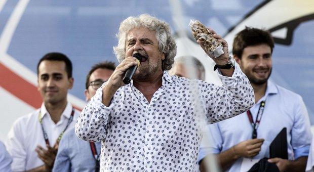 Beppe Grillo annulla tour spettacolo: «Mi dovrò operare»