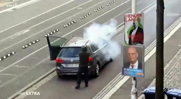 Germania, sparatoria a Halle: il killer scende dall'auto e apre il fuoco