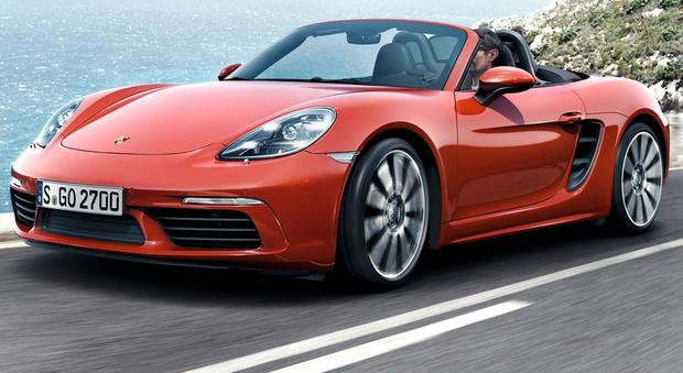 Porsche rilancia la propria roadster a motore centrale con una nuova generazione di sportivissime a due posti, 718 Boxster da 2.0 litri da 300 cavalli (380 Nm di coppia, cento più di prima) e 718 Boxster S da 2.5 litri da 350 (420 Nm, sessanta in più)