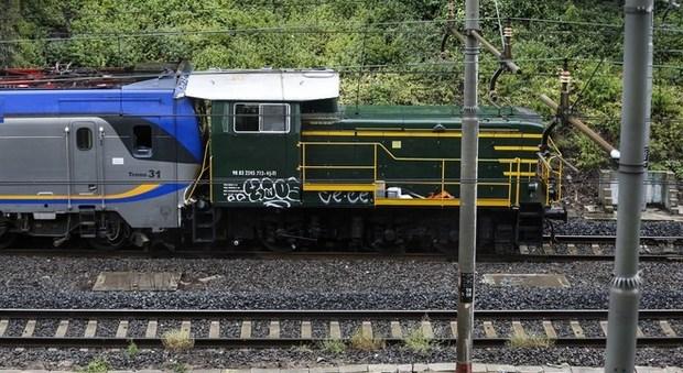 Roma, scontro fra treno e mezzo di manutenzione tra Ostiense e Tuscolana: alcuni contusi