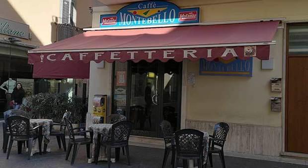San Benedetto, ripuliscono il bar dopo la lite col proprietario: incastrati dalle scarpe e dall'anello