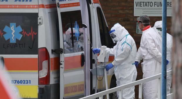 Coronavirus, partoriente positiva non dichiara di provenire dalla zona rossa: l'infermiera la denuncia
