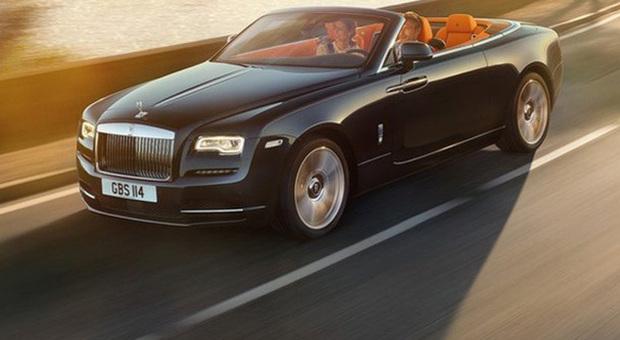 Tutta la bellezza della nuova Rolls Royce Dawn