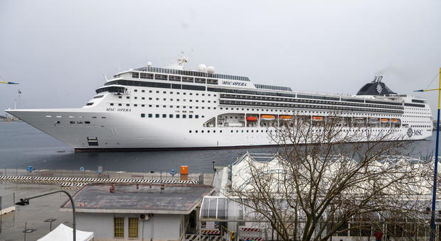 Coronavirus, sbarcati a Messina i passeggeri della Msc Opera. Musumeci chiedeva di impedire lo sbarco