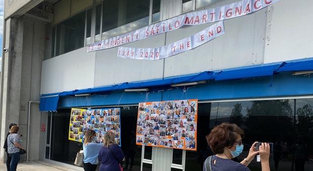 La manifestazione dei lavoratori dell'impianto Safilo a Martignacco, destinato alla chiusura