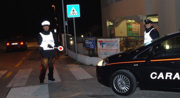 I carabinieri impegnati nei controlli  dopo l'ennesima visita dei ladri in una abitazione di Tarzo; famiglia esasperata