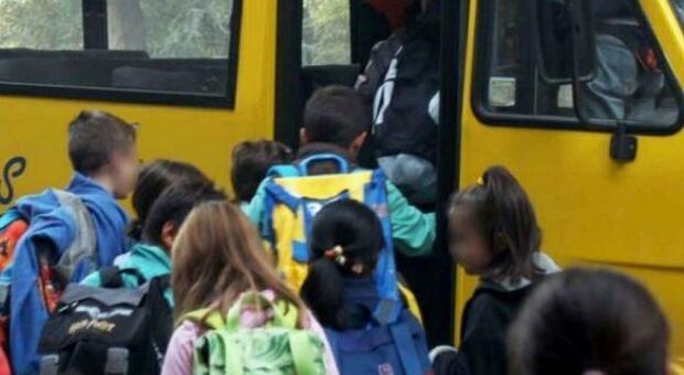 Virus scuola, «niente distanza sulla scuolabus se il tragitto è inferiore a 15 minuti». Lo prevede il decreto di Conte