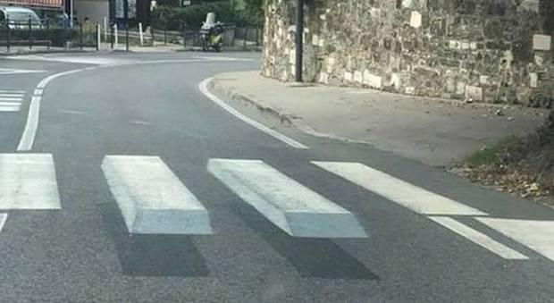 Si alzano per far rallentare gli automobilisti: ecco le strisce pedonali in 3D