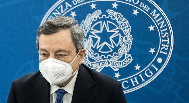 Vaccino, Draghi frena su Sputnik e apre all'obbligo per i sanitari: «Priorità ai più anziani e deboli»