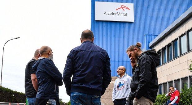 Ex Ilva, Patuanelli: «L'azienda non può disattendere l'accordo». Sindacati: sciopero domani in tutti gli stabilimenti