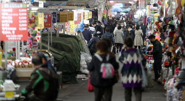 Virus, focolai in bar e discoteche: a Seul scatta di nuovo il lockdown, e richiudono tutti