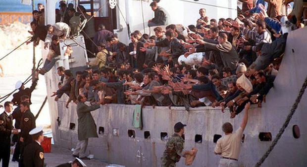 Migranti, la Grecia vuole rimandare in Turchia diecimila persone. La decisione dopo l'incendio accaduto a Lesbo