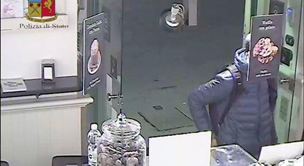 Una delle immagini che inchiodano il ladro