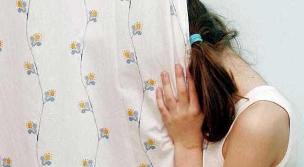 Bimba di 13 anni rimane incinta di un bambino di 10, la famiglia di lei vuole portare avanti la gravidanza